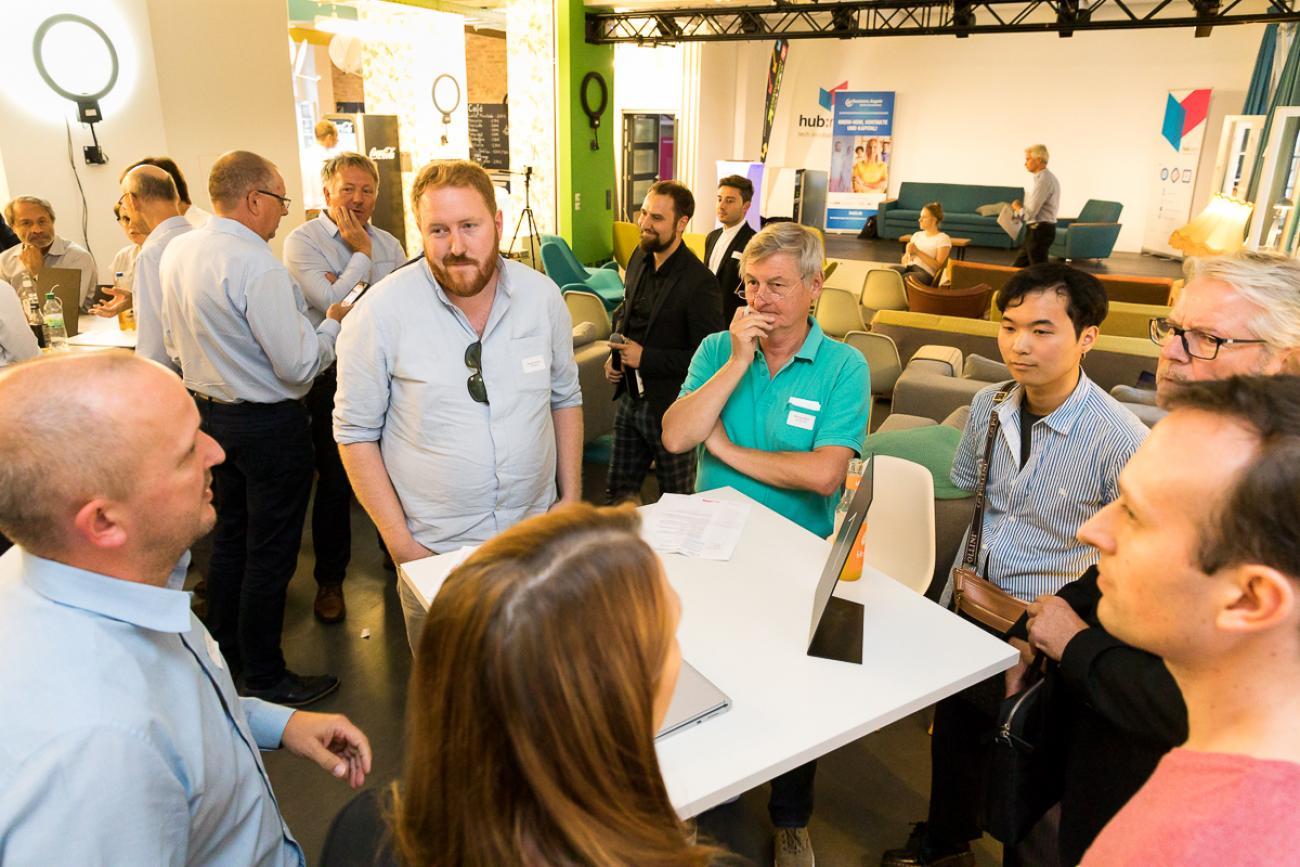 062 VBKI Netzwerken Start-Up-Pitch-Abend BF Inga Haar web?itok=wUcb16au