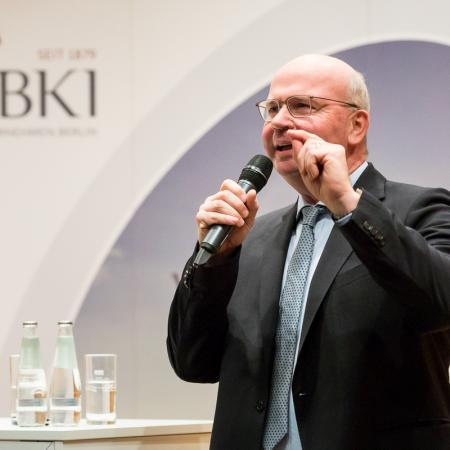 004 VBKI Politik u Wirtschaft Air-Infarkt BF Inga Haar web?itok=E-elDj2Z
