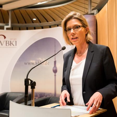 006 VBKI Politik u W Berliner Wohnungsmarkt BF Inga Haar web?itok=T7rF6box