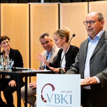 006 VBKI Politik u Wirtschaft Bauwirtschaft BF Inga Haar web?itok=ch5PGQB3
