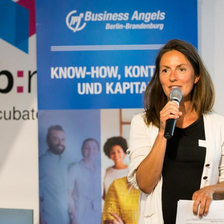 014 VBKI Netzwerken Start-Up-Pitch-Abend BF Inga Haar web?itok=lluhaaTH