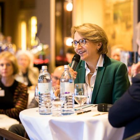 028 VBKI Foreign Policy Lunch Frankreich GER BF Inga Haar web?itok=F2oVclXt