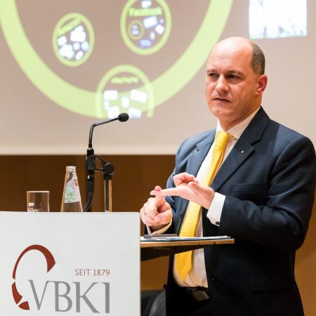 031 VBKI Politik u Wirtschaft Arbeitswelt 2050 BF Inga Haar web?itok=jixKjMRD