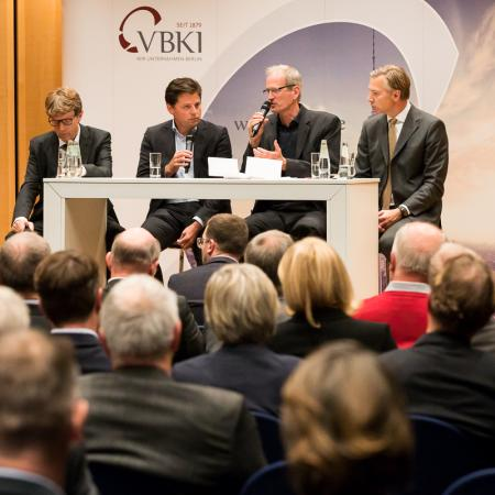 032 VBKI Politik u Wirtschaft Air-Infarkt BF Inga Haar web?itok=ggfINFgt