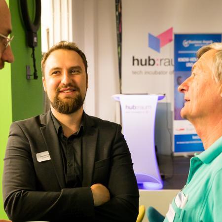 102 VBKI Netzwerken Start-Up-Pitch-Abend BF Inga Haar web?itok=R 9u46Gs