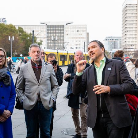 11 VBKI Politik u Wirtschaft Alexanderplatz BF Inga Haar web?itok=uePZduqc