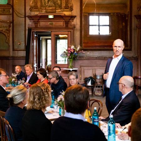 18 VBKI Business Lunch James von Klemperer BF Inga Haar web?itok=n1zoLMHl