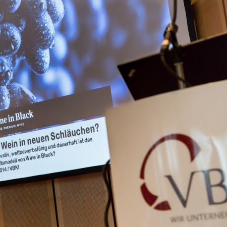 20140527 VBKI Unternehmertreffen Wine in Black 14 Inga Haar web?itok=OOs9gTFl