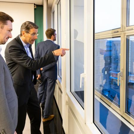 22 VBKI Politik u Wirtschaft Alexanderplatz BF Inga Haar web?itok=aj6h4Ynx