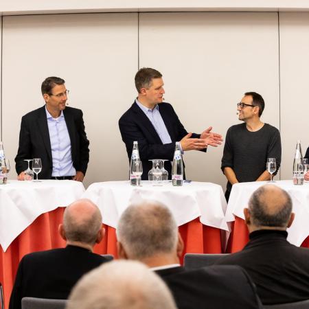 47 VBKI Politik u Wirtschaft Alexanderplatz BF Inga Haar web?itok=vYj Ak0f