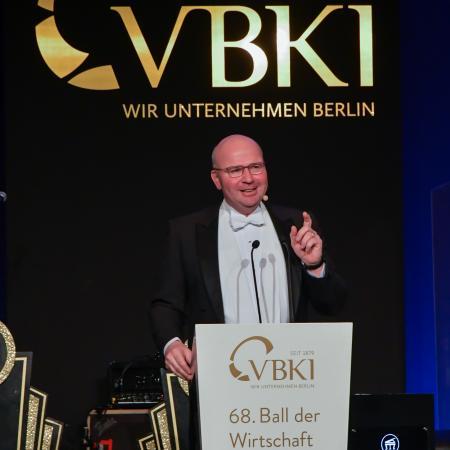 VBKI Ball-27?itok=CRXQszkh