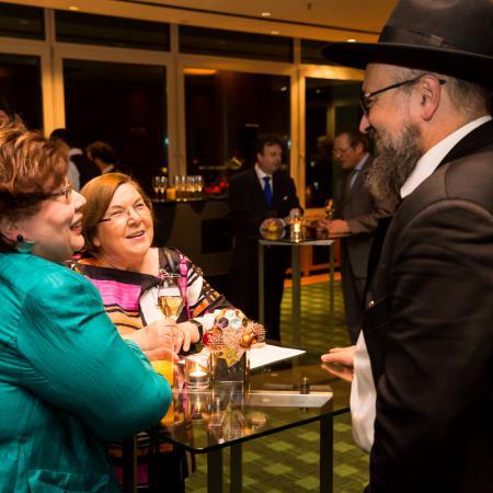 20161214 VBKI Members Lounge Ein Kosher-Abend 039 BF Inga Haar web?itok=HjMJ92rU