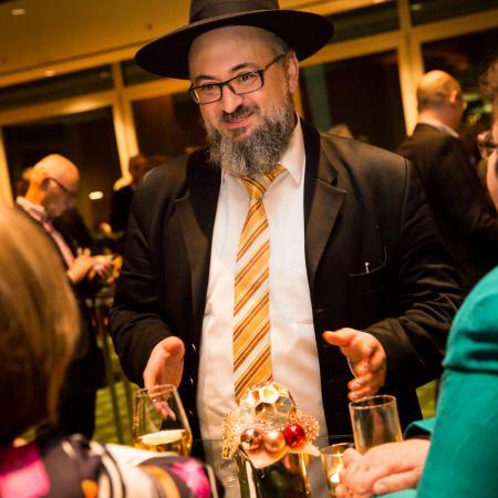 20161214 VBKI Members Lounge Ein Kosher-Abend 040 BF Inga Haar web?itok=AWioGOX1