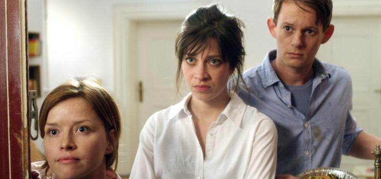 01 Die Jungen Barbara (Karoline Schuch), Katharina (Claudia Eisinger) und Thorsten (Patrick Gueldenberg)?itok=2d23cFPi