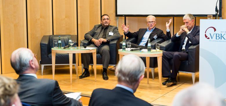 Nasyr Birkholz, Jürgen Hogrefe und Helmut Graf auf dem VBKI Podium